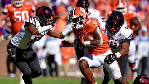 <p>               Clemson's Travis Etienne rushes through Louisville's Dee Smith (11) and G.G. Robinson to score a touchdown during the first half of an NCAA college football game Saturday, Nov. 3, 2018, in Clemson, S.C. (AP Photo/Richard Shiro)             </p>