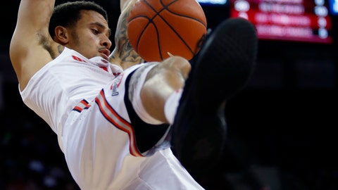 <p>               Ohio State guard Duane Washington, top, dunks between teammate guard C.J. Jackson, left, and Purdue Fort Wayne guard Jarred Godfrey during the first half of an NCAA college basketball game in Columbus, Ohio, Sunday, Nov. 11, 2018. (AP Photo/Paul Vernon)             </p>