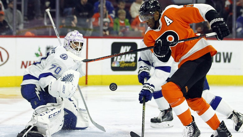 Lightning withstand furious 3rd-period rally to take down Flyers in OT