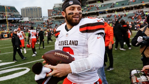Browns' Baker Mayfield denies Hue Jackson of a hug