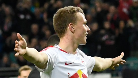 <p>               Leipzig's Lukas Klostermann celebrates after scoring his side's 2nd goal during the German first division Bundesliga soccer match between RB Leipzig and Bayer 04 Leverkusen in Leipzig, Germany, Sunday, Nov. 11, 2018. (AP Photo/Jens Meyer)             </p>