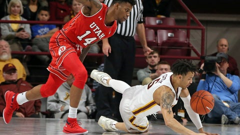 <p>               Minnesota's Amir Coffey, right, and Utah's Vante Hendrix chase the loose ball in the first half of an NCAA college basketball game Monday, Nov. 12, 2018, in Minneapolis. (AP Photo/Jim Mone)             </p>