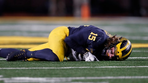 <p>               Michigan defensive lineman Chase Winovich winces on the ground before leaving the game with an injury in the second half of an NCAA college football game in Ann Arbor, Mich., Saturday, Nov. 17, 2018. (AP Photo/Paul Sancya)             </p>