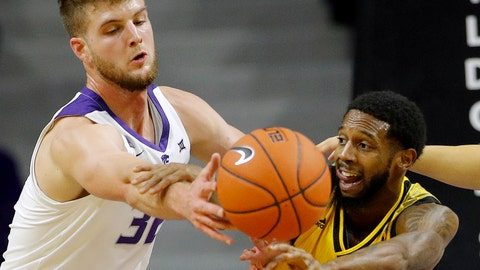 <p>               Kansas State forward Dean Wade (32) defends as Kennesaw State guard Tyler Hooker (4) passes the ball during the first half of an NCAA college basketball game Friday, Nov. 9, 2018, in Manhattan, Kan. (AP Photo/Charlie Riedel)             </p>