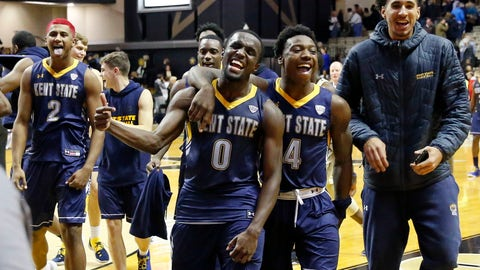 <p>               Kent State players BJ Duling (2), Jalen Avery (0), and Antonio Williams (4) celebrate as they leave the court after defeating Vanderbilt 77-75 in an NCAA college basketball game Friday, Nov. 23, 2018, in Nashville, Tenn. (AP Photo/Mark Humphrey)             </p>