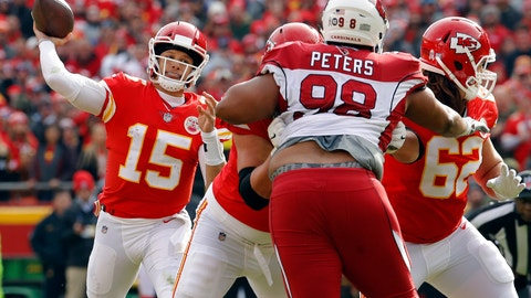 <p>               Kansas City Chiefs quarterback Patrick Mahomes (15) throws a touchdown pass to wide receiver Tyreek Hill as offensive lineman Andrew Wylie (77) blocks Arizona Cardinals defensive tackle Corey Peters (98) during the first half of an NFL football game in Kansas City, Mo., Sunday, Nov. 11, 2018. (AP Photo/Charlie Riedel)             </p>