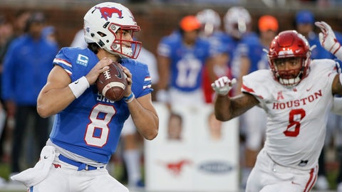 <p>               SMU quarterback Ben Hicks looks for an open receiver as Houston linebacker Emeke Egbule (8) pressures during the first half of an NCAA college football game Saturday, Nov. 3, 2018, in Dallas. (AP Photo/Brandon Wade)             </p>