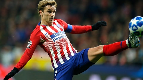 <p>               Atletico Antoine Griezmann controls the ball during the Group A Champions League soccer match between Atletico Madrid and Borussia Dortmund at Wanda Metropolitano stadium in Madrid, Spain, Tuesday, Nov. 6, 2018. (AP Photo/Paul White)             </p>