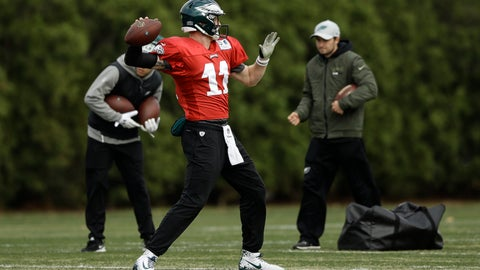 <p>               Philadelphia Eagles quarterback Carson Wentz throws a pass during practice at the team's NFL football training facility in Philadelphia, Wednesday, Nov. 21, 2018. (AP Photo/Matt Rourke)             </p>