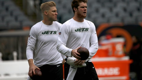 <p>               New York Jets quarterbacks Sam Darnold, right, and Josh McCown warm up before an NFL football game against the Chicago Bears Sunday, Oct. 28, 2018, in Chicago. (AP Photo/David Banks)             </p>