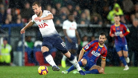 <p>               Tottenham Hotspur's Harry Kane, left, and Crystal Palace's Luka Milivojevic battle for the ball during their English Premier League soccer match at Selhurst Park, London, Saturday, Nov. 10, 2018. (John Walton/PA via AP)             </p>