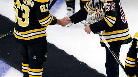 <p>               Boston Red Sox pitcher Joe Kelly, right, holds the 2018 World Series championship trophy as he shakes hands with Boston Bruins left wing Brad Marchand (63) prior to a hockey game in Boston, Monday, Nov. 5, 2018. (AP Photo/Charles Krupa)             </p>
