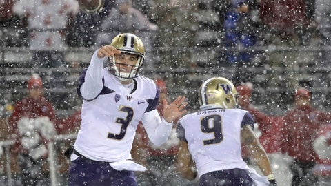 <p>               Washington quarterback Jake Browning (3) passes as running back Myles Gaskin (9) runs past him during the second half of an NCAA college football game, Friday, Nov. 23, 2018, in Pullman, Wash. (AP Photo/Ted S. Warren)             </p>