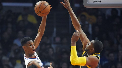 <p>               Los Angeles Clippers guard Shai Gilgeous-Alexander, left, passes the ball while under pressure from Golden State Warriors forward Kevon Looney during the first half of an NBA basketball game Monday, Nov. 12, 2018, in Los Angeles. (AP Photo/Mark J. Terrill)             </p>