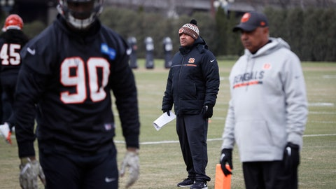 <p>               Cincinnati Bengals special assistant Hue Jackson, center, works the field alongside head coach Marvin Lewis, right, during football practice at Paul Brown Stadium, Wednesday, Nov. 14, 2018, in Cincinnati. (AP Photo/John Minchillo)             </p>