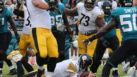 <p>               Pittsburgh Steelers quarterback Ben Roethlisberger dives over the goal line for the go ahead touchdown in front of Jacksonville Jaguars outside linebacker Telvin Smith, right, during the final seconds of an NFL football game, Sunday, Nov. 18, 2018, in Jacksonville, Fla. (AP Photo/Gary McCullough)             </p>