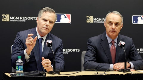<p>               MGM Resorts CEO James Murren, left, and MLB Commissioner Rob Manfred speak during a news conference at MLB headquarters in New York, Tuesday, Nov. 27, 2018. (AP Photo/Seth Wenig)             </p>