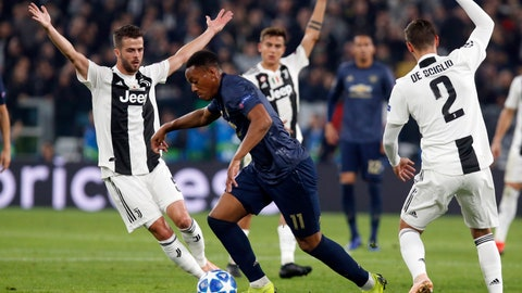 <p>               ManU forward Anthony Martial, center, runs with the ball in between Juventus midfielder Miralem Pjanic, left, and Mattia De Sciglio, during the Champions League group H soccer match between Juventus and Manchester United at the Allianz stadium in Turin, Italy, Wednesday, Nov. 7, 2018. (AP Photo/Antonio Calanni)             </p>