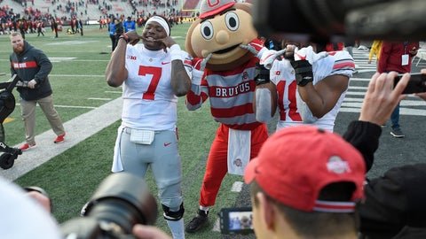 <p>               Ohio State quarterback Dwayne Haskins Jr. (7) poses for photographers with team mascot Brutus after an NCAA football game against Maryland, Saturday, Nov. 17, 2018, in College Park, Md. Ohio State won 52-51 in overtime. (AP Photo/Nick Wass)             </p>