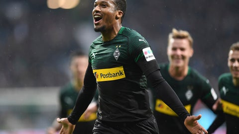 <p>               Gladbach's Alassane Plea celebrates after scoring his side's opening goal during the German Bundesliga soccer match between Werder Bremen and Borussia Moenchengladbach in Bremen, German, saturdasy, Nov.10, 2018. (Carmen Jaspersen/dpa via AP)             </p>