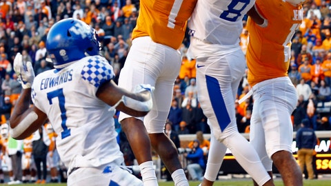 <p>               Tennessee wide receiver Marquez Callaway (1) catches a Hail Mary pass for a touchdown while being defended by Kentucky cornerback Derrick Baity Jr. (8) as time expires in the first half of an NCAA college football game Saturday, Nov. 10, 2018, in Knoxville, Tenn. (AP Photo/Wade Payne)             </p>
