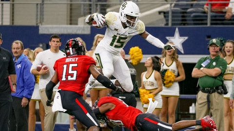 ARLINGTON, TX - NOVEMBER 24: Baylor Bears wide receiver Denzel Mims (15) make a reception during the TFBI Shootout between the Baylor Bears and Texas Tech Red Raiders on November 24, 2018 at AT&T Stadium in Arlington, TX. (Photo by Andrew Dieb/Icon Sportswire via Getty Images)