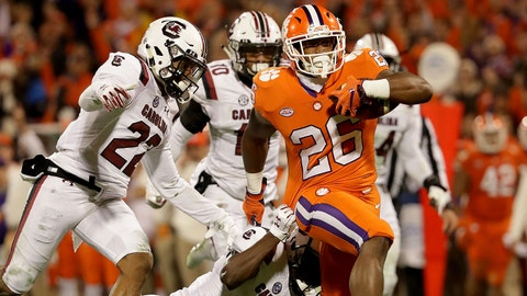 CLEMSON, SC - NOVEMBER 24:  Adam Choice #26 of the Clemson Tigers gets away from Rashad Fenton #16 of the South Carolina Gamecocks during their game at Clemson Memorial Stadium on November 24, 2018 in Clemson, South Carolina.  (Photo by Streeter Lecka/Getty Images)