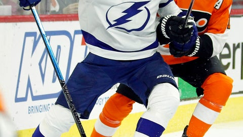 <p>               Tampa Bay Lightning' Victor Hedman, left, holds on to the stick of Philadelphia Flyers' Wayne Simmonds during the second period of an NHL hockey game, Saturday, Nov. 17, 2018, in Philadelphia. Hedman got a two-minute penalty. (AP Photo/Tom Mihalek)             </p>