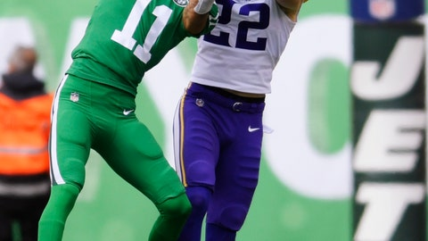 <p>               New York Jets wide receiver Robby Anderson (11) catches pass in front of Minnesota Vikings' Harrison Smith (22) during the first half of an NFL football game Sunday, Oct. 21, 2018, in East Rutherford, N.J. (AP Photo/Bill Kostroun)             </p>