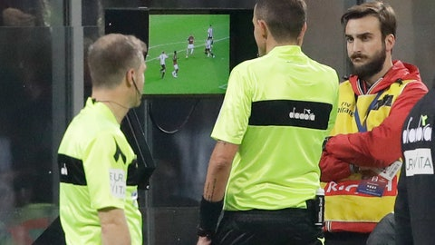 <p>               Referee Paolo Silvio Mazzoleni, center checks the VAR during a Serie A soccer match between AC Milan and Juventus, at Milan's San Siro stadium, Sunday, Nov. 11, 2018. (AP Photo/Luca Bruno)             </p>