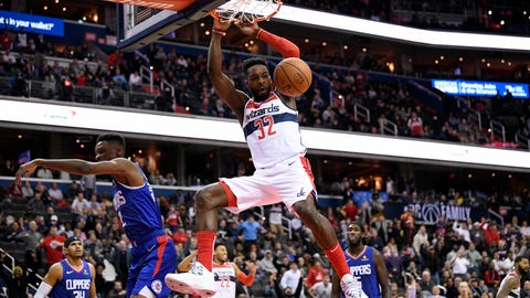 <p>               Washington Wizards forward Jeff Green (32) dunks against Los Angeles Clippers forward Tobias Harris (34), guard Shai Gilgeous-Alexander (2), and forward Montrezl Harrell, back right, during the second half of an NBA basketball game, Tuesday, Nov. 20, 2018, in Washington. The Wizards won 125-118. (AP Photo/Nick Wass)             </p>