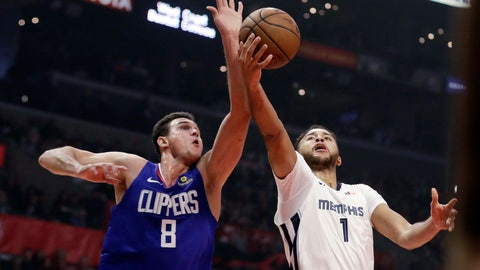 <p>               Los Angeles Clippers' Danilo Gallinari (8) blocks a shot from Memphis Grizzlies' Kyle Anderson (1) during the first half of an NBA basketball game Friday, Nov. 23, 2018, in Los Angeles. (AP Photo/Marcio Jose Sanchez)             </p>