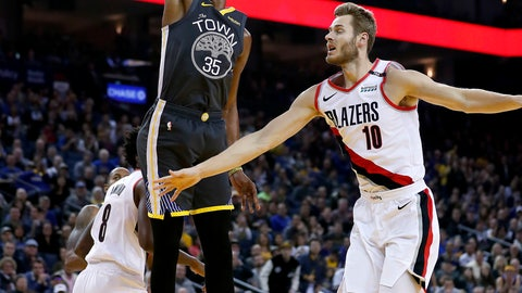 <p>               Golden State Warriors forward Kevin Durant (35) dunks in front of Portland Trail Blazers forward Jake Layman (10) during the first half of an NBA basketball game in Oakland, Calif., Friday, Nov. 23, 2018. (AP Photo/Tony Avelar)             </p>