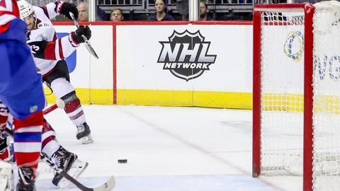 <p>               Arizona Coyotes center Vinnie Hinostroza scores in the first period of an NHL hockey game against the Washington Capitals, Sunday, Nov. 11, 2018, in Washington. (AP Photo/Andrew Harnik)             </p>