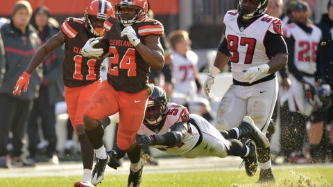 <p>               Cleveland Browns running back Nick Chubb (24) rushes for a 92-yard touchdown as Atlanta Falcons linebacker Foye Oluokun (54) misses the tackle in the second half of an NFL football game, Sunday, Nov. 11, 2018, in Cleveland. (AP Photo/David Richard)             </p>