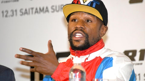 <p>               Floyd Mayweather of the U.S. speaks during a press conference in Tokyo, Monday, Nov. 5, 2018. Mayweather said he has signed to fight Japanese kickboxer Tenshin Nasukawa for a bout promoted by Japan's RIZIN Fighting Federation on Dec. 31 in Saitama, north of Tokyo. (Katsuya Miyagawa/Kyodo News via AP)             </p>
