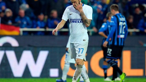 <p>               Inter's Marcelo Brozovic walks off the pitch after getting a red card during the Serie A soccer match between Atalanta and Inter Milan, in Bergamo, Italy, Sunday, Nov. 11, 2018. (Paolo Magni/ANSA via AP)             </p>