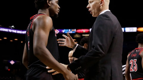<p>               Louisville head coach Chris Mack, right, talks to Louisville's Darius Perry during the first half of an NCAA college basketball game against Tennessee in the NIT Season Tip-Off tournament Wednesday, Nov. 21, 2018, in New York. (AP Photo/Frank Franklin II)             </p>