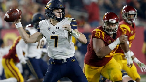 <p>               California quarterback Chase Garbers (7) throws a pass under pressure by Southern California defensive lineman Marlon Tuipulotu (51) during the first half of an NCAA college football game in Los Angeles, Saturday, Nov. 10, 2018. (AP Photo/Alex Gallardo)             </p>