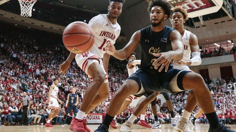 <p>               Montana State guard Tyler Hall, center, lets the ball go out of bounds in front of Indiana defenders Juwan Morgan, left, and Romeo Langford during the first half of an NCAA college basketball game in Bloomington, Ind., Friday, Nov. 9, 2018. (AP Photo/AJ Mast)             </p>