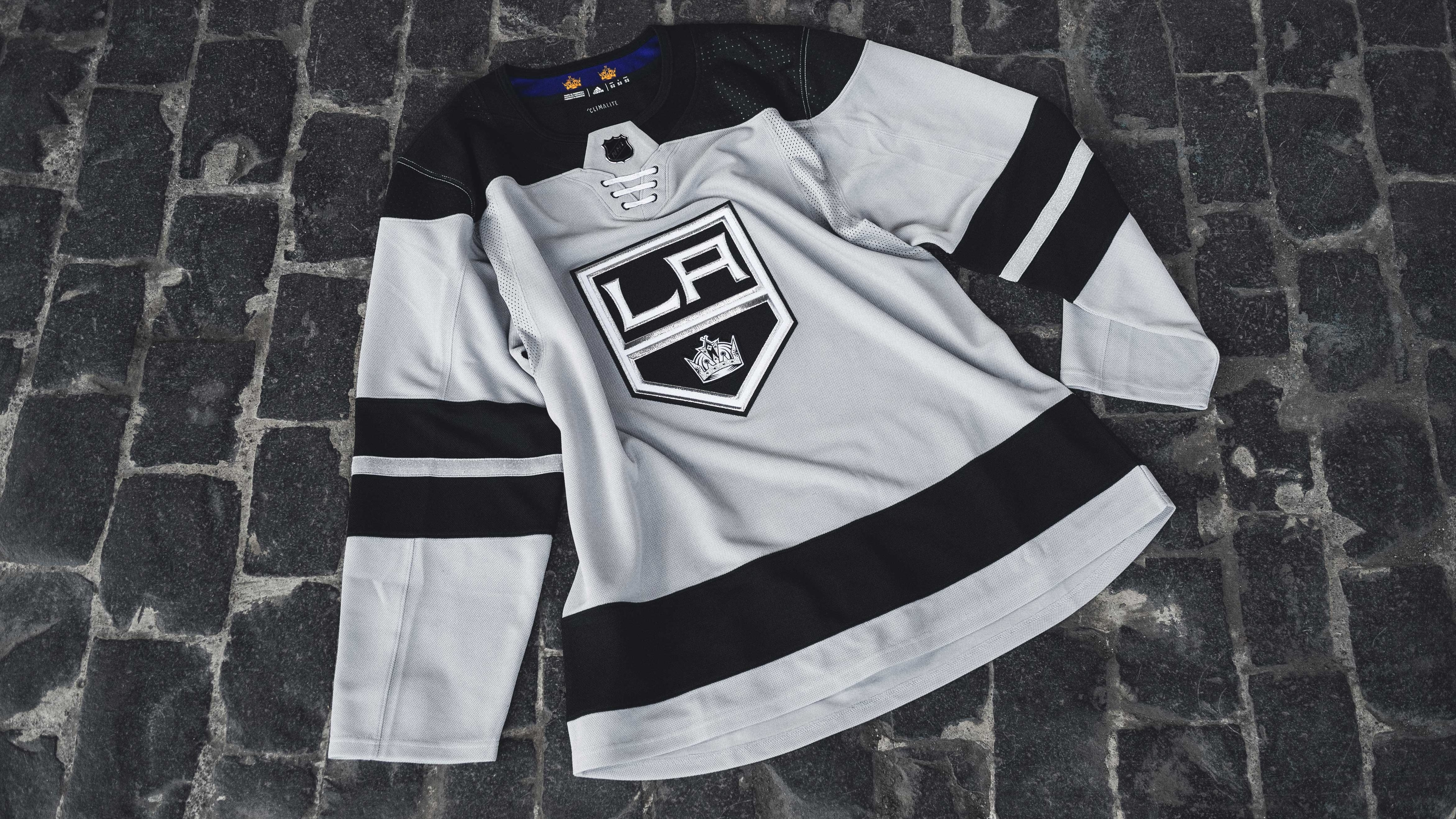 buy popular 1f2ce 8002d Check out the new threads! LA Kings unveil 'Silver Jersey ...