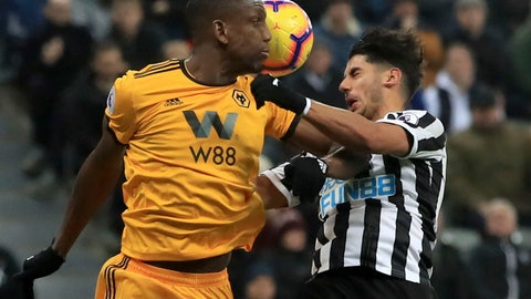<p>               Newcastle United's Ayoze Perez, right and Wolverhampton Wanderers' Willy Boly battle for the ball, during the English Premier League soccer match between Newcastle United and Wolverhampton Wanderers at St James' Park, in Newcastle, England, Sunday Dec. 9, 2018. (Owen Humphreys /PA via AP)             </p>
