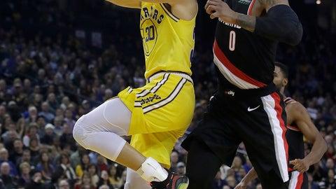 <p>               Golden State Warriors guard Stephen Curry, left, shoots next to Portland Trail Blazers guard Damian Lillard during the first half of an NBA basketball game in Oakland, Calif., Thursday, Dec. 27, 2018. (AP Photo/Jeff Chiu)             </p>