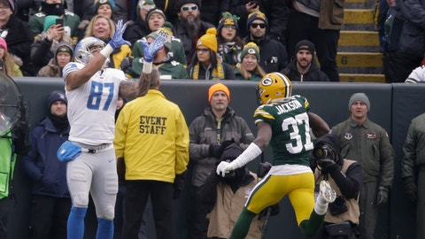 <p>               CORRECTS TO REMOVE SCORE- Detroit Lions' Levine Toilolo catches a touchdown pass on a fake field goal in front of Green Bay Packers' Josh Jackson during the first half of an NFL football game Sunday, Dec. 30, 2018, in Green Bay, Wis. (AP Photo/Mike Roemer)             </p>