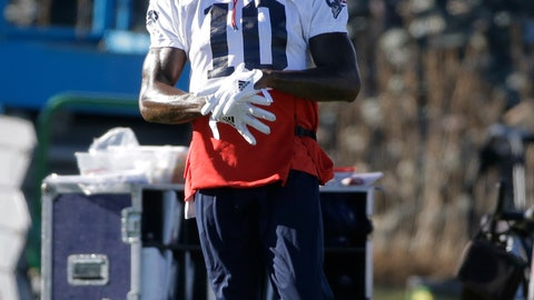 <p>               New England Patriots wide receiver Josh Gordon warms up during an NFL football practice, Wednesday, Dec. 19, 2018, in Foxborough, Mass. (AP Photo/Steven Senne)             </p>