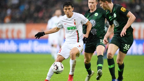 <p>               Wolfsburg's Yannick Gerhardt, center, and Augsburg's Ja-Cheol Koo, left, challenge for the ball during the German Bundeliga soccer match between FC Augsburg and VfL Wolfsburg in Augsburg, Germany, Sunday, Dec. 23, 2018. (Tobias Hase/dpa via AP)             </p>