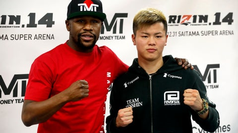 <p>               Floyd Mayweather Jr., left, poses with kickboxer Tenshin Nasukawa, of Japan, during a news conference at the Mayweather Boxing Club in Las Vegas, Thursday, Dec. 6, 2018. Mayweather is scheduled to fight Nasukawa in a three-round exhibition match in Japan on New Year's Eve. (Steve Marcus/Las Vegas Sun via AP)             </p>