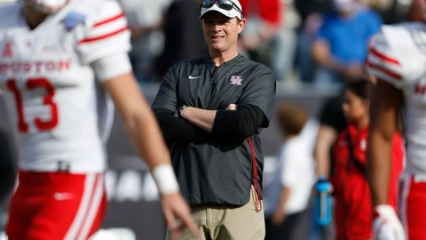 <p>               Houston head coach Major Applewhite watches as his team warms up before they play Army in the of Armed Forces Bowl NCAA college football game Saturday, Dec. 22, 2018, in Fort Worth, Texas. (AP Photo/Jim Cowsert)             </p>