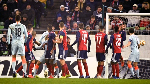 <p>               Chelsea's Olivier Giroud, left, scores his side's second goal of the game during the UEFA Europa League Group L soccer match between Vidi FC and Chelsea in Groupama Arena in Budapest, Hungary, Thursday, Dec. 13, 2018. (Szilard Koszticsak/MTI via AP)             </p>