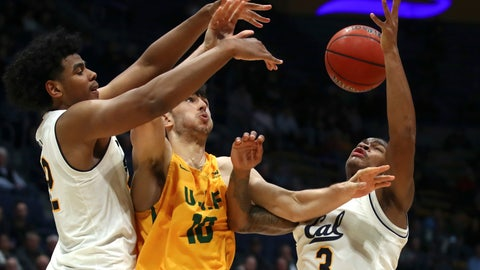 <p>               From left, California's Andre Kelly, San Francisco's Matt McCarthy, and California's Paris Austin (3) fight for a loose ball in the second half of an NCAA college basketball game, Wednesday, Dec. 5, 2018, in Berkeley, Calif. (AP Photo/Ben Margot)             </p>